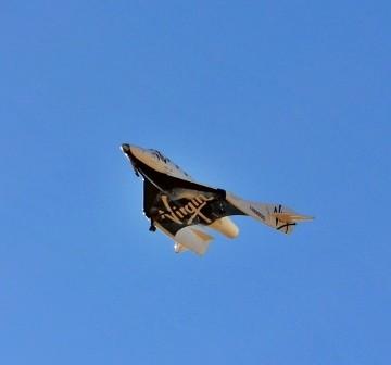 SpaceShipTwo w trakcie jednego ze swych lotów ślizgowych / Credit - Chris Van Pelt