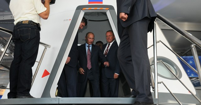 Władimir Putin w makiecie statku PTK NP / Źródło: RKK Energia