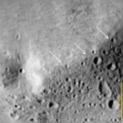 Granica pomiędzy regionami Baetica (młody obszar, u góry) a Noricum / Credits - Thomas et al., Planetary and Space Science Special Issue, 2012