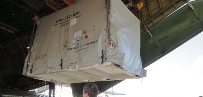 Wyładunek Galileo IOV z samolotu An-124, 7 sierpnia 2012 / Credits: ESA - Carla Fogli