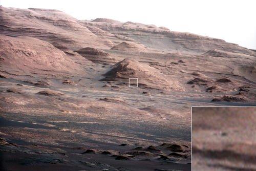 Głaz wielkości łazika widziany z odległości ponad 9 km / Credits - NASA, JPL-Caltech, MSSS