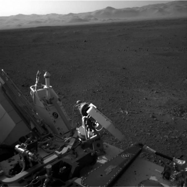Fragment horyzontu uchwycony przez jedną z kamer Navcam / Credits: NASA