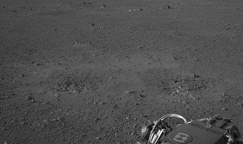 Prawdopodobne miejsca uderzenia strumieni gazów z silników rakietowych SkyCrane w powierzchnię Marsa (NASA/JPL-Caltech)