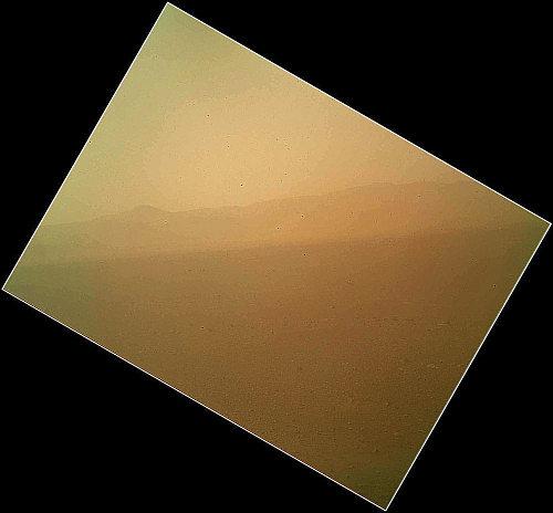 Pierwsze kolorowe zdjęcie z powierzchni Marsa uzyskane przez instrument MAHLI (NASA/JPL-Caltech/Malin Space Science Systems)