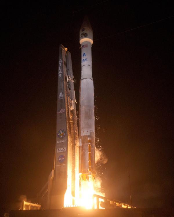 Start rakiety Atlas V z satelitami RBSP / Credits: ULA, Pat Corkery