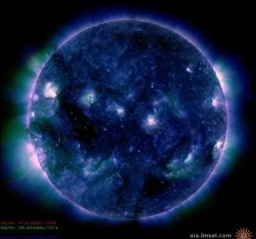 Widok Słońca w dniu 20 sierpnia - widoczne sa jedynie niewielkie obszary aktywne / Credits - NASA, SDO