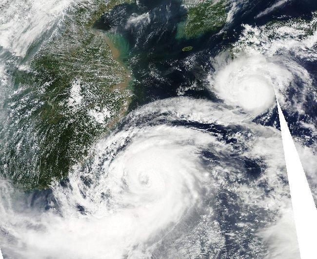 Stan na 1 sierpnia okiem satelity Aqua - Saola ma wykształcone oko cyklonu / Credits - NASA, LANCE