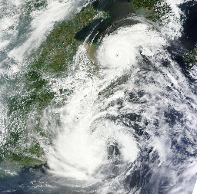 Stan na 2 sierpnia 2012 - Damrey wykształcił oko cyklonu / Credits - NASA, LANCE
