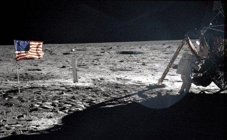 Neil Armstrong na Księżycu/ Credits: NASA