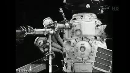 Odłączone od modułu Pirs ramię Strela 2 / Credits - NASA TV