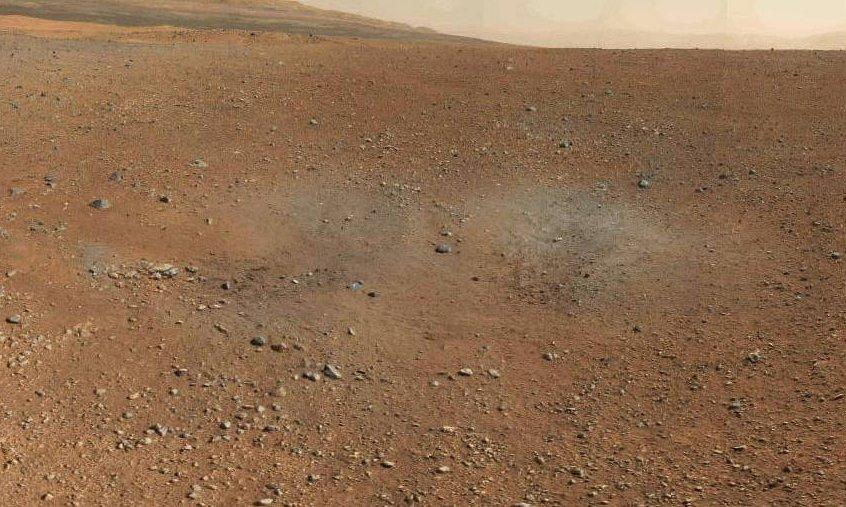 Wycinek panoramy - widoczne ślady działania silników rakietowych stopnia lądującego / Credits - NASA, JPL