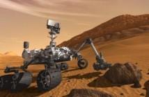 Łazik Curiosity. Jego penetrator gruntu prawdopodobnie pozwoli na odnalezienie bardzo prostych cząstek organicznych. Bardziej złożone molekuły mogą zostać odkryte tylko w specjalnych okolicznościach - w młodych kraterach, gdzie głębokie warswy marsjańskich skał i gleby zostały niedawno poddane ekspozycji na promieniowanie kosmiczne. (Credits: NASA)