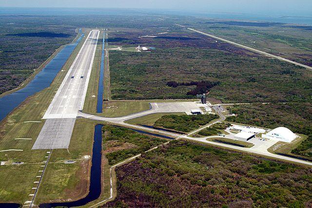 Jeden z najdłuższych pasów startowych na świecie (źródło: NASA)