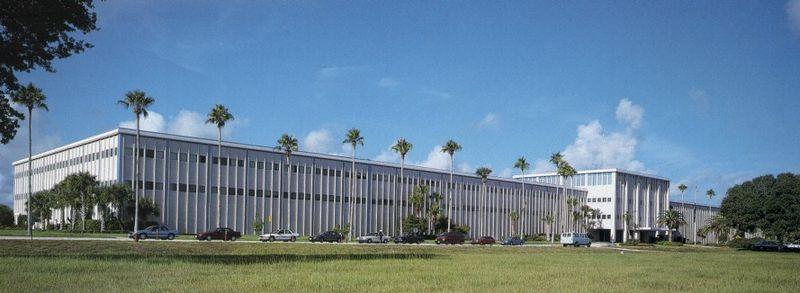 Obecny główny budynek administracyjny w KSC (źródło: NASA)