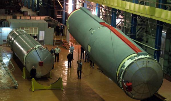 Dolny stopień Sojuza 2.1v po przyjeździe na testy (źródło: Roskosmos)