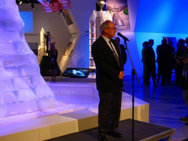 Dyrektor Generalny ESA, Jean-Jacques Dordain, udziela wywiadu na ILA 2012 / Credits - K. Kanawka