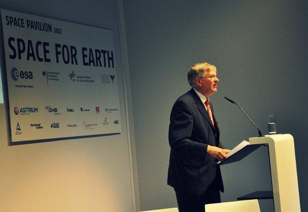 Przemawia Johann-Dietrich Woerner z zarządu niemieckiej agencji DLR / Credits - Jarosław Jaworski