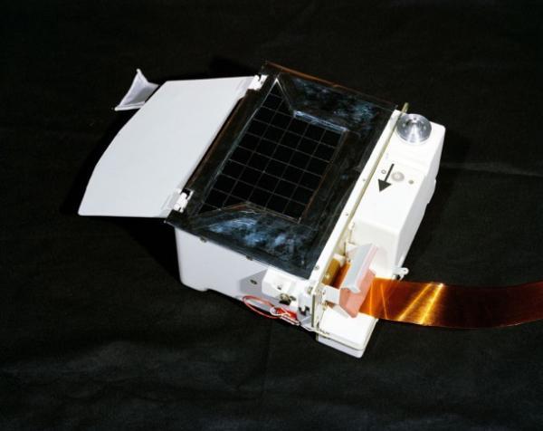 Instrument LACE w konfiguracji przedstartowej (zabrany został przez astronautów na Księżyc w 1972 roku) / Credits: NASA