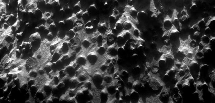 Obraz sferycznych kuleczek złożony z czterech ujęć z instrumentu MI / Credits: NASA/JPL-Caltech/Cornell Univ./ USGS/Modesto Junior College