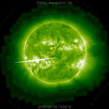 Prawdopodobnie silny rozbłysk klasy X, wygenerowany po stronie Słońca niewidocznej z Ziemi, zarejestrowany przez sondę STEREO Behind - 20.09.2012 / Credits - NASA