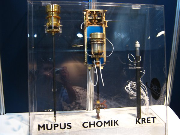 Część wystawy Centrum Badań Kosmicznych na ILA 2012 / Credits - K. Kanawka