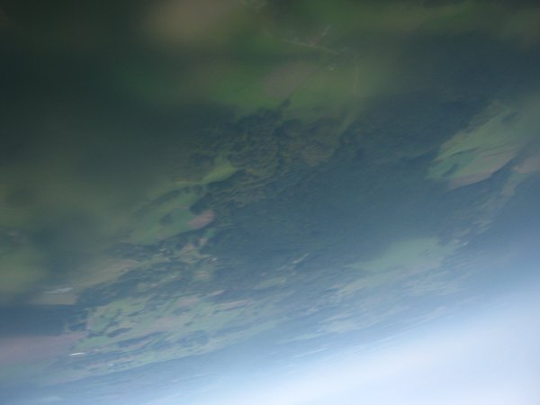 Na około 90 sekund przed lądowaniem - jedno z ostatnich 'w miarę ostrych' zdjęć. Kolejne zdjęcia, wskutek wilogci (prawdopodobnie z wcześniejszego lodu) były już bardzo rozmyte / Credits - zespół Hevelius