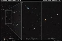 Zdjęcia wykonane za pomocą Teleskopu Hubble'a. Biały prostokąt posiada wymiary 83-163 lata świetlene. Pośrodku widoczne galaktyki tła, natomiast po prawej obiekty należącego do galaktyki karłowatej Leo IV, zawierającej kilkaset gwiazd podobnych do naszego Słońca, a także czerwone karły oraz trochę czerwonych olbrzymów / Credits: NASA, ESA, and T. Brown (STScI)