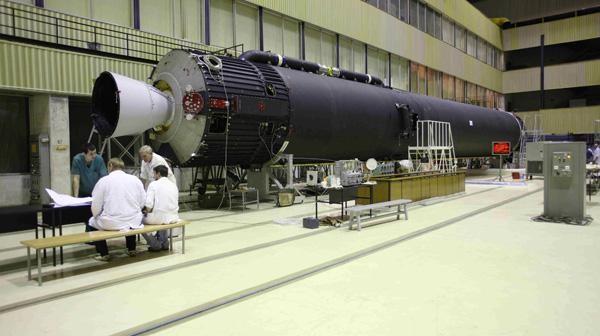 Testy pierwszego stopnia rakiety KSLV-1 (URM) w Zakładach im. Kruniczewa w lipcu 2012 roku / Credits: Kruniczew