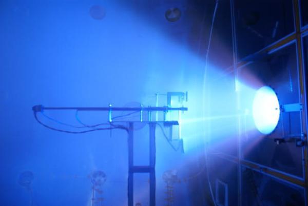 Prototyp silnika plazmowego VX-200 osiąga pełną moc 200 kW / Credits: Ad Astra Rocket Company