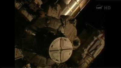 Otwarcie włazu śluzy Quest / Credits: NASA TV