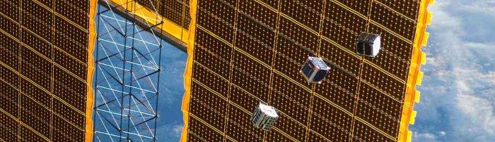 Uwolnione CubeSaty - 04.10.2012 / Credits - NASA