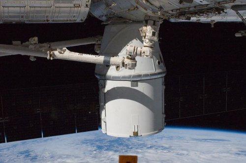 Dragon zacumowany do ISS - 10.10.2012 / Credits - NASA