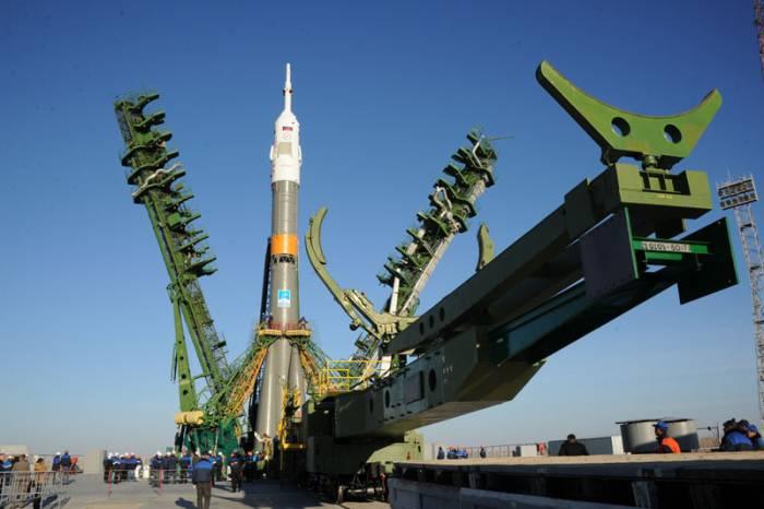 Rakieta Sojuz-FG na stanowisku startowym / Credits: NASA, RSA