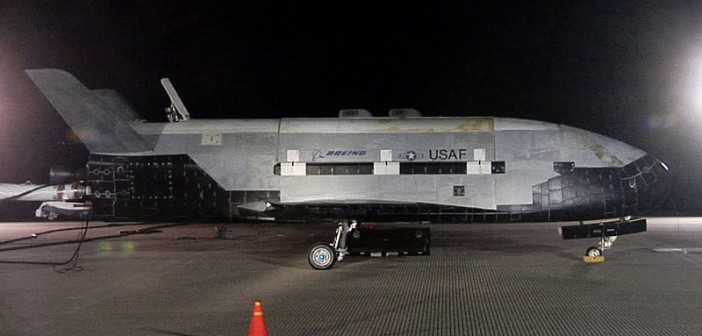 X-37B po lądowaniu misji OTV-1 w bazie Vandenbert. Ten sam egzemplarz poleci w misji OTV-3. / credits: USAF