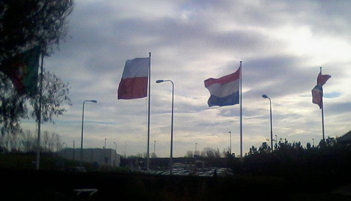 Polska flaga powiewa przed ośrodkiem ESTEC w Holandii / Credits - Anna Szwemin