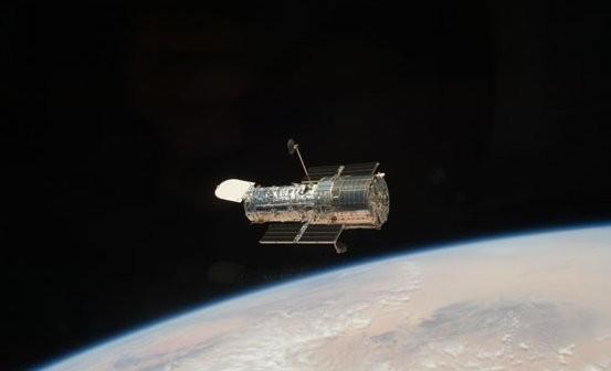 Uzyskane od NRO satelity typu KH-11 są podobne do działającego na orbicie Teleskopu Hubble / Credits: NASA