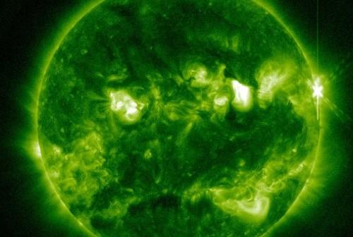 Moment rozbłysku klasy M1.7 z 20 listopada 2012 / Credits - NASA, SDO