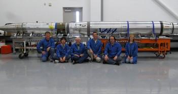 Personel misji FOXSI przed rakietą z teleskopem / Credits: NASA