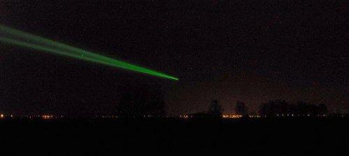 Foto 6. Wiązka laserowa nad miastem Kórnik. / Foto OA Borowiec.