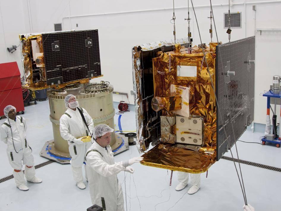 Sondy GRAIL w trakcie prac naziemnych / Credits: NASA