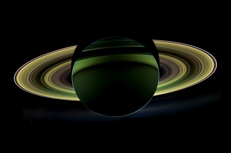 Cassini spogląda na Saturna przesłaniającego Słońce - 2012 rok / Credits - NASA/JPL-Caltech/SSI