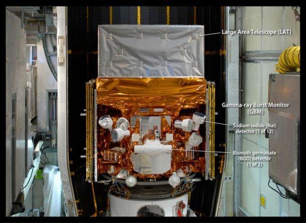 Zdjęcie ukazujące detektory wchodzące w skład instrumentu GBM teleskopu Fermi / Credits: NASA, Jim Grossmann