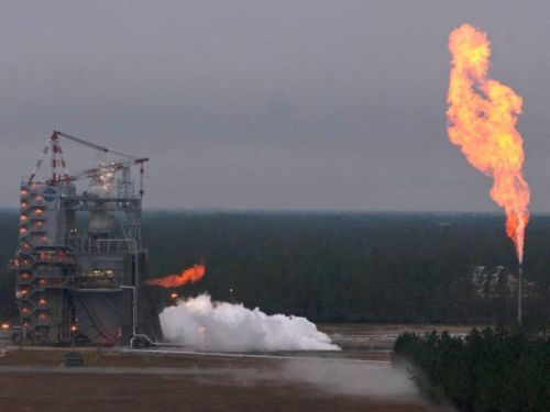 Test silnika J-2X 27 listopada 2012 roku / Credits: NASA/SSC