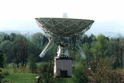 Jeden z radioteleskopów na terenie OA UJ / Credits - OA UJ