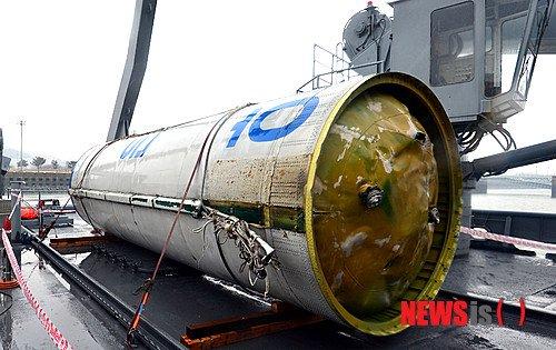 Zbiornik utleniacza pierwszego stopnia rakiety Unha-3 / Credits - Newsis