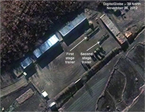 Zdjęcie satelitarne z 26.11.2012 pokazujące przygotowania do startu w Północnej Korei / Źródło: AP Photo/DigitalGlobe – 38 North