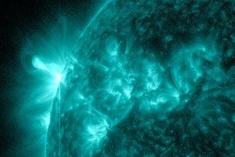 Tuż po fazie maksymalnej rozbłysku klasy M1.7 z 5 stycznia 2013 / Credits - NASA, SDO