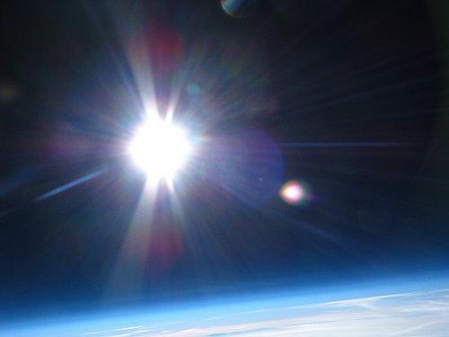 Widok z wysokości około 30 km - jest to przestrzeń coraz częściej odwiedzana przez róźne polskie grupy amatorskie i półprofesjonalne. Zdjęcie z misji Hevelius 3 - 14.11.2012 / Credits - zespół Hevelius, Kosmonauta.net,  Polskie Forum Astronautyczne