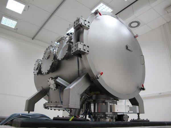 Stanowisko w Instytucie Fizyki Plazmy i Laserowej Mikrosyntezy / Credits - IFPiLM