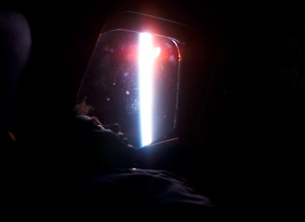 Ilon Ramon spogląda przez okno promu Columbia. Zdjęcie z 26 stycznia 2003 roku / Credits - NASA